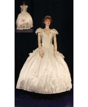 https://malle-costumes.com/2325/valse-de-l-empereur-blanc-ciel.jpg